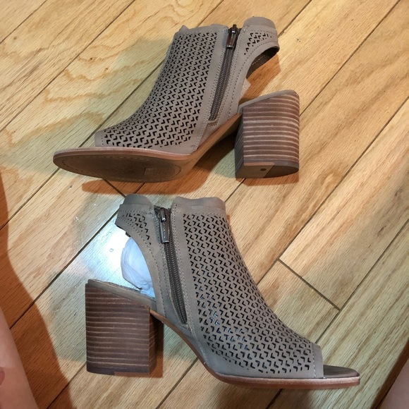 8392c88d847 Vince Camuto Lidie Perforated peep toe sandal